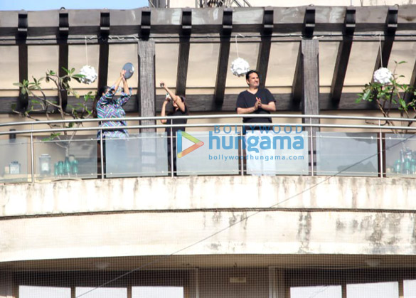 Photos Celebs indulge in clapping during Janta Curfew2 (3)