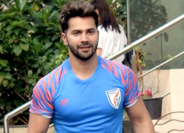 Watch: Varun Dhawan complains about a paparazzi to the police thumbnail