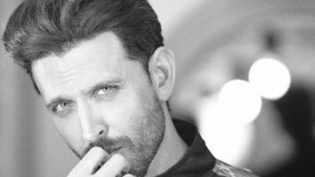Hrithik Roshan clarifies that he's a nonsmoker after a fan mistakes his phone for a cigarette