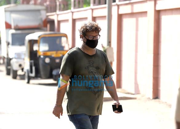 Photos Actor Irrfan Khan's last rites take place in Mumbai (6)