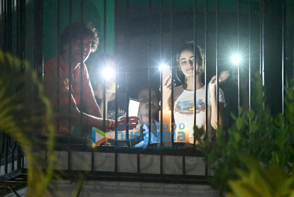 Photos Ananya Panday, Chunky Pandey and Rakul Preet Singh snapped lighting diyas and candles for 9 minutes at 9 pm (3)