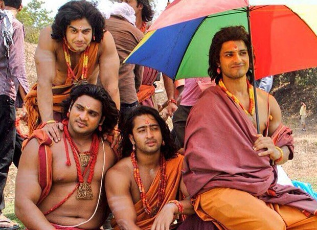 Shaheer Sheikh shares candid photos with the Pandavas from Mahabharat, calls it the artwork of chilling on the units : Bollywood Information 7