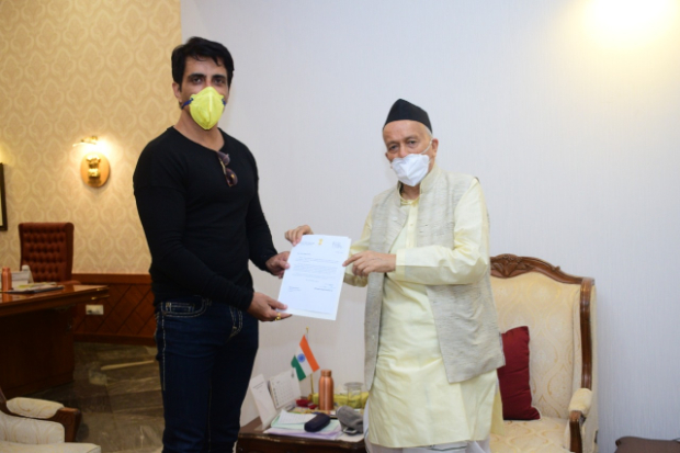 Sonu Sood meets Maharashtra Governor Bhagat Singh Koshyari, discusses his work for migrant labourers