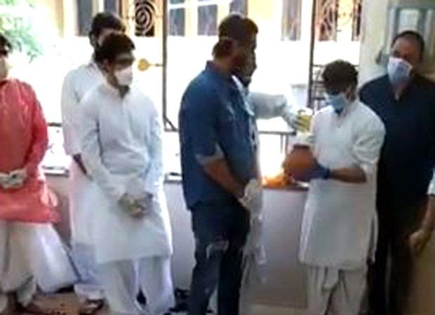 EXCLUSIVE VIDEO: Inside Rishi Kapoor's funeral; Ranbir Kapoor performs the last rites