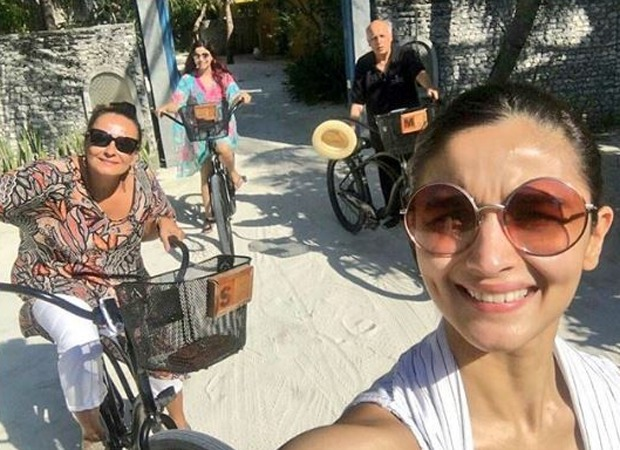 Throwback: Alia Bhatt captures a sun-kissed family selfie as she goes cycling with Mahesh Bhatt, Soni Razdan and Shaheen Bhatt