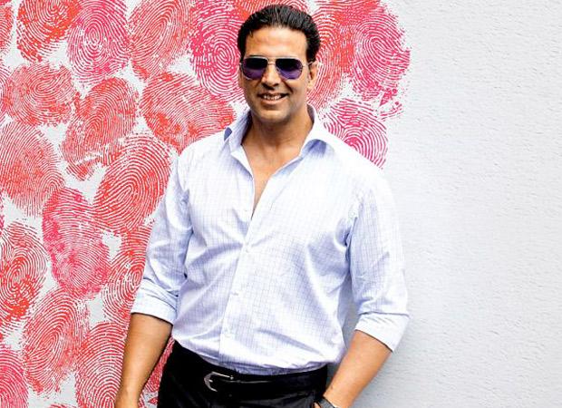 Akshay Kumar donates 1000 wrist bands to Mumbai Police to assist detect Coronavirus signs : Bollywood Information 9
