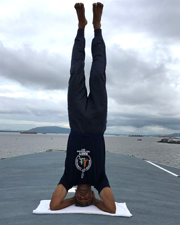 Watch: Milind Soman does a neat head-stand, shares his lockdown routine : Bollywood Information 7