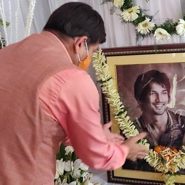Bhojpuri actors Manoj Tiwari and Akshara Singh visit Sushant Singh Rajput's Patna home to pay tribute