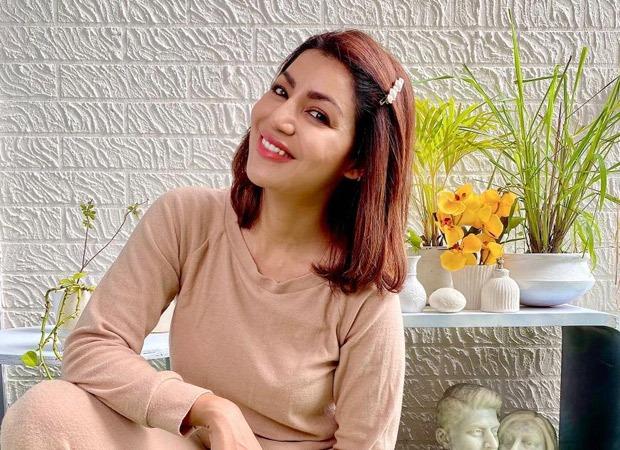Debina Bonnerjee paints the walls of her balcony white giving it a classy transformation