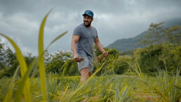 Salman Khan helps in planting rice with Iulia Vantur at his Panvel farmhouse