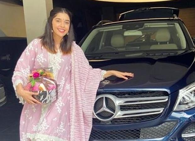 "Ishq Subhan Allah star Eisha Singh buys a luxury car, says ""Dreams do come on wheels, too"""