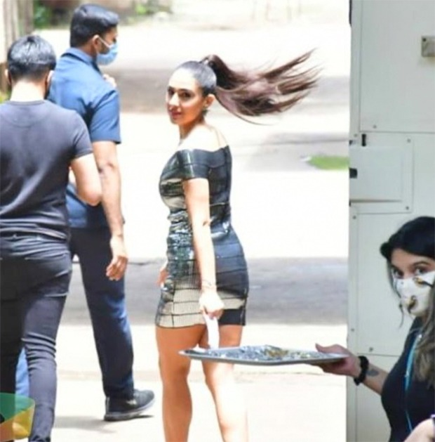 Sara Ali Khan looks stunning in these pictures from the sets as she resumes work