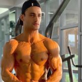 Asim Riaz says no day offs as he flaunts his taut muscles