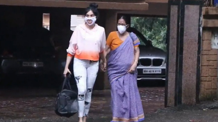 Adah Sharma spotted at Pali Hill Bandra
