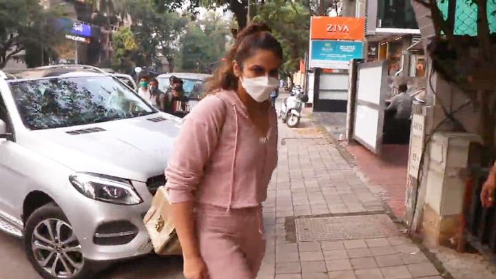 Huma Qureshi Snapped At Bandra