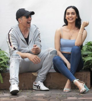 """""""I was excited to be on sets with Akshay Kumar sir because I have learnt so much from him"""" - says Manushi Chhillar on making debut with YRF's Prithviraj"""