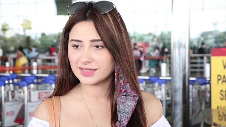 Mahira Sharma spotted at Airport