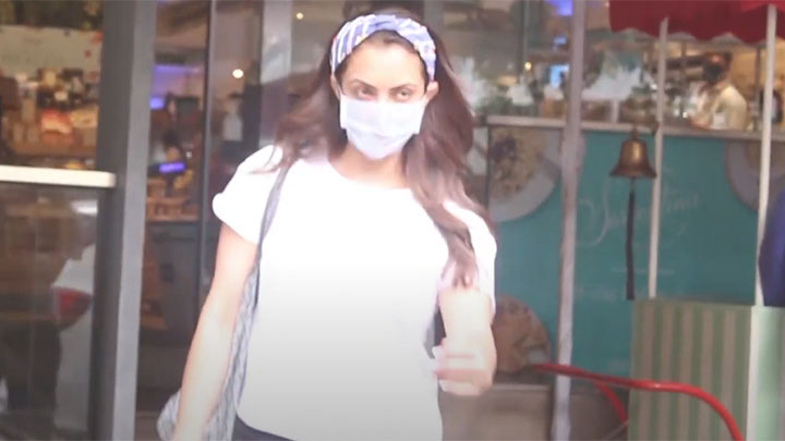 Seema Khan spotted at food hall in Khar
