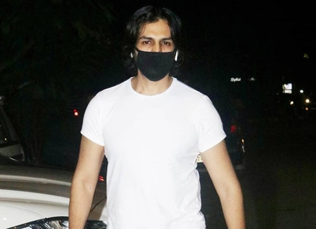 Spotted: Kartik Aaryan steps out for shopping after a long time