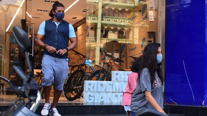 Farhan Akhtar with girlfriend Shibani Dandekar and his kid spotted in Bandra