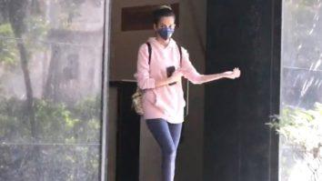 Kriti Kharbanda spotted at clinic in Bandra