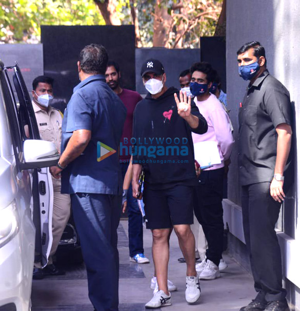 Photos: Akshay Kumar snapped with Jackky Bhagnani at Pooja Entertainment office in Juhu