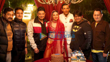 Photos: Divya Khosla Kumar celebrates her birthday on the sets of Satyameva Jayate 2 withBhushan Kumar, John Abraham and Milap Zaveri!