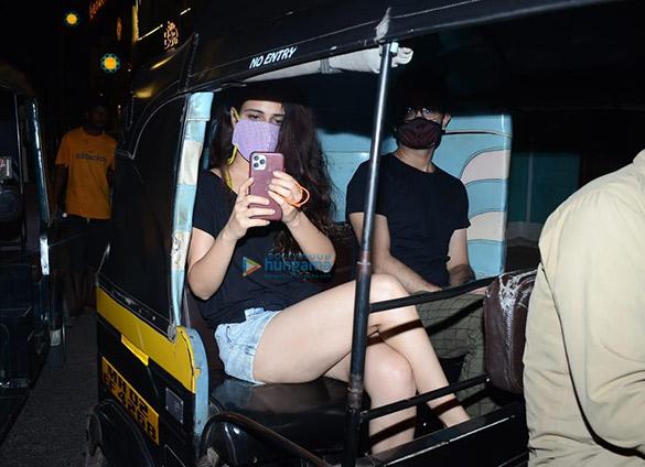 Photos Fatima Sana Shaikh snapped at Versova (3)