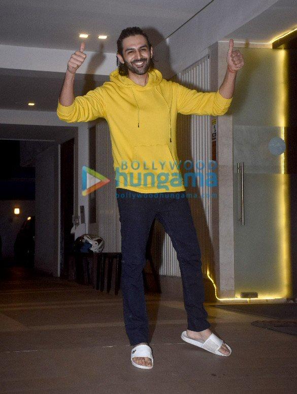 Photos Kartik Aaryan snapped at his birthday celebrations (1)