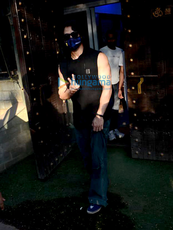 Photos Tiger Shroff and Sunny Singh Nijjar snapped in Juhu (1)