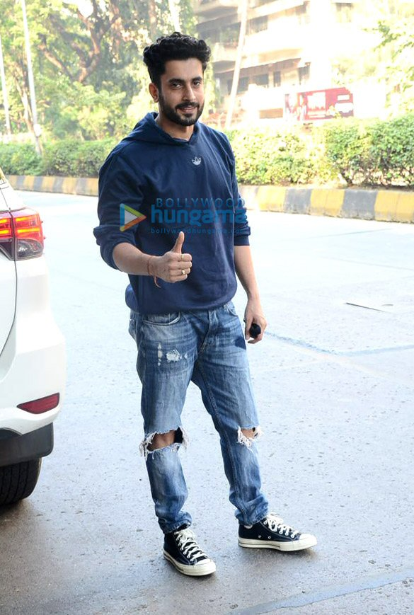 Photos Tiger Shroff and Sunny Singh Nijjar snapped in Juhu (5)