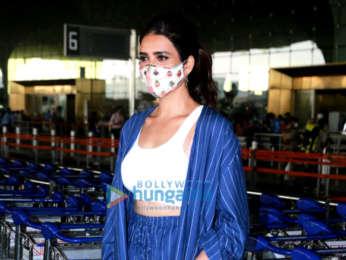 Photos: Tusshar Kapoor, Pooja Hegde and Karishma Tanna snapped at the airport