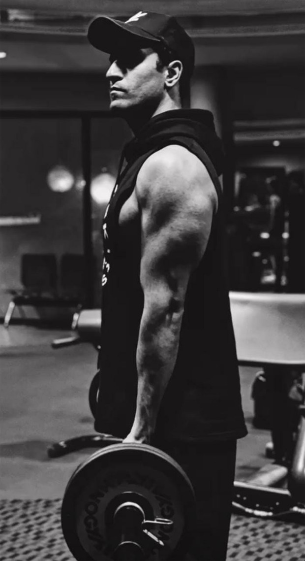 Vicky Kaushal flaunts his biceps in new monochrome photos giving us major fitness goals