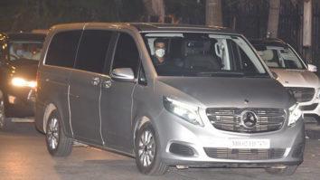 Akshay Kumar and Kailash Kher arrive to meet CM Yogi Adityanath in Mumbai