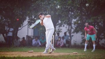 Ali Abbas Zafar and Saif Ali Khan play cricket at Pataudi Palace amid Tandav shooting;Sunil Grover spills the beans on what it was like shooting at the royal palace