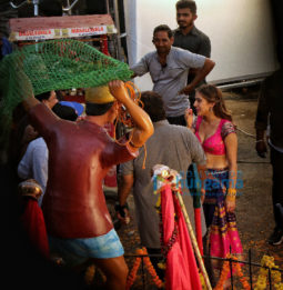 On the sets of the movie Coolie No.1