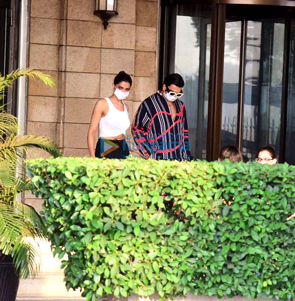 Photos Ranveer Singh and Deepika Padukone snapped at Taj Palace, Colaba (1)
