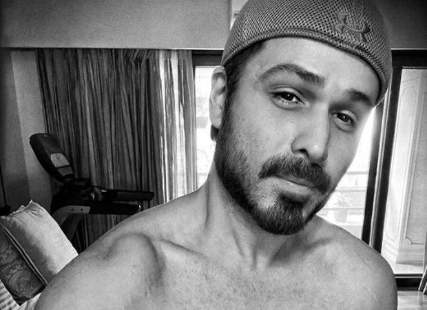 Emraan Hashmi flaunts his abs in a shirtless picture; blames butter chicken for the two missing abs