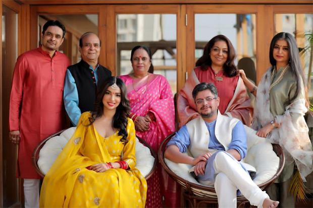 लेखक कनिका ढिल्लन और हिमांशु शर्मा निजी समारोह में व्यस्त हो जाते हैं;  जल्द ही गाँठ बाँधने के लिए