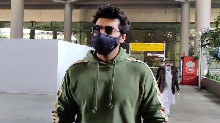 Arjun Kapoor and Yami Gautam spotted at Airport