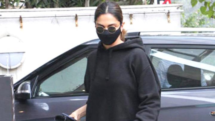 Deepika Padukone spotted at Foodhall in Bandra
