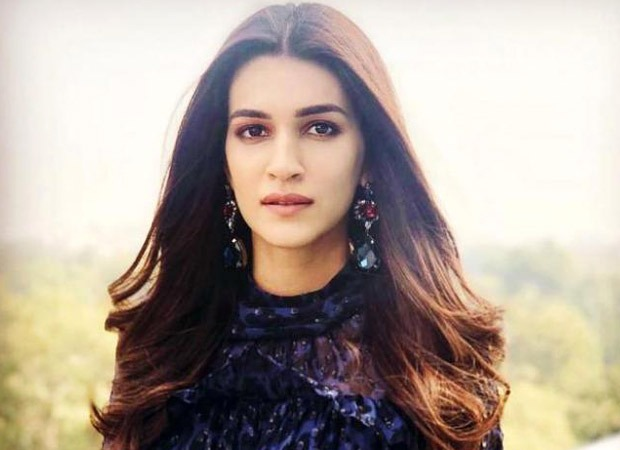 Kriti Sanon dances with a traditional Rajasthani dancer on the sets of Bachchan Pandey