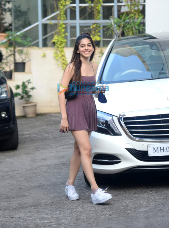 Photos Alaya F spotted at dance class in Andheri (2)