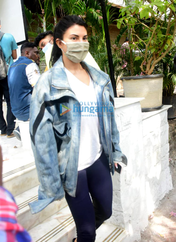 Photos: Jacqueline Fernandez spotted at Bandra