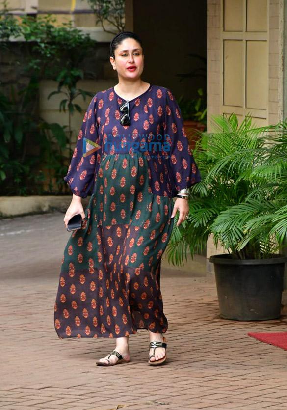 Photos Kareena Kapoor Khan and Karisma Kapoor spotted in Bandra (2)