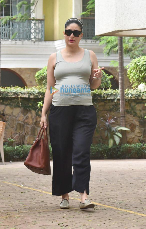 Photos Kareena Kapoor Khan snapped outside her new home (1)