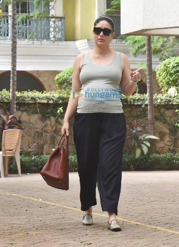 Photos Kareena Kapoor Khan snapped outside her new home (2)