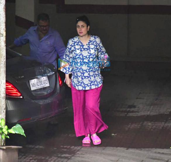Photos Kareena Kapoor Khan spotted in Bandra (1)