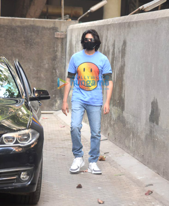 Photos Kartik Aaryan snapped at Sanjay Leela Bhansali's office (3)