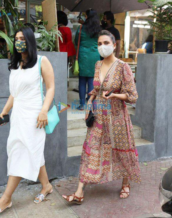 Photos Lara Dutta spotted at The Kitchen Garden in Juhu (1)